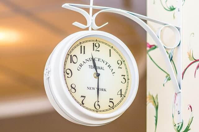 llegar-a-tiempo-con-niños-reloj-puntualidad