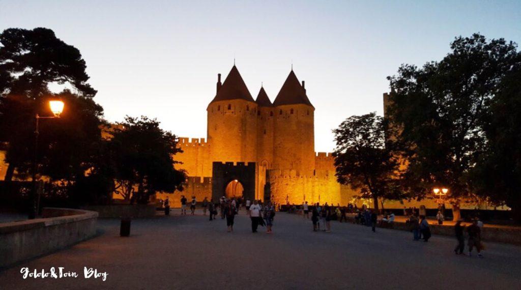noche-en-carcassonne-carcasona-francia-turismo-con-niños-ciudadela-iluminada