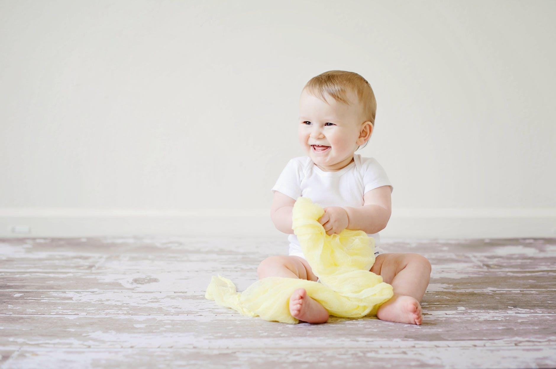 ¿Cómo saber si hay un problema cuando le están saliendo los dientes a mi bebé?